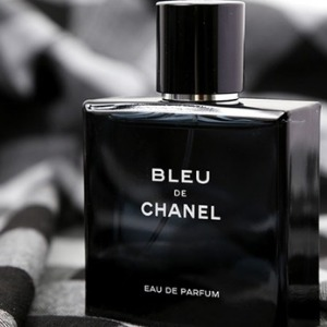 This image has an empty alt attribute; its file name is Bleu-de-Chanel.jpg